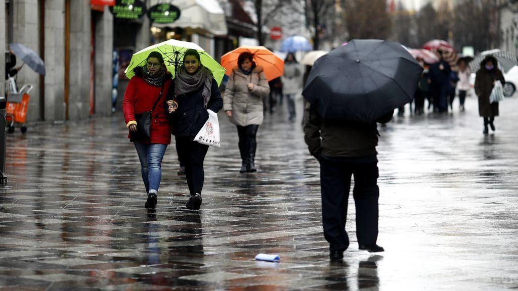 Por horas, zonas y mapas: te decimos dónde te tocará sacar el paraguas el fin de semana