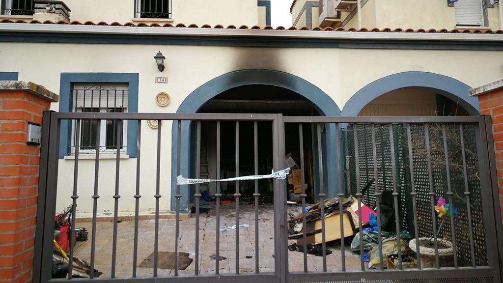 Un hombre incendia su casa con su mujer dentro en Guadalajara y luego se suicida