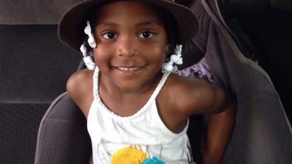 Una niña de 7 años muere después de ahogarse con un snack
