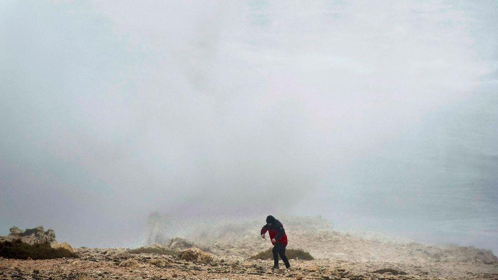 Casi toda España tiene riesgo por fenómenos costeros, lluvia, nieve o viento
