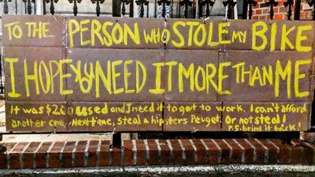 Cuelga un cartel para recuperar su bicicleta robada y recibe una oleada de solidaridad