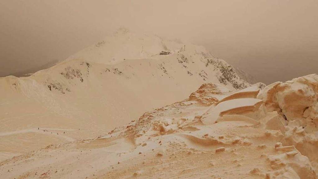 Polvo del Sáhara + nieve: las imágenes de uno de de los paisajes más raros de los últimos 10 años