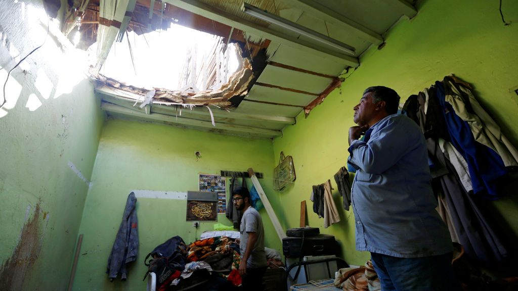 Revisión de destrozos tras un bombardeo