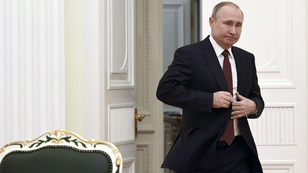 """El Kremlin anuncia una """"respuesta simétrica"""" a la expulsión de diplomáticos rusos"""