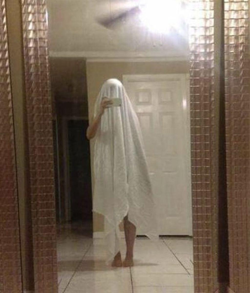 La difícil tarea de vender un espejo... ¡y seguir guardando el anonimato!