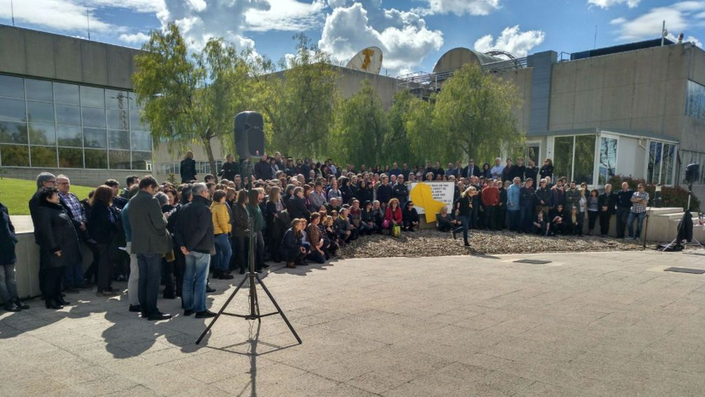 Imagen de la concentración de los trabajadores de TV3 contra los encarcelamientos y las órdenes de detención de políticos catalanes.