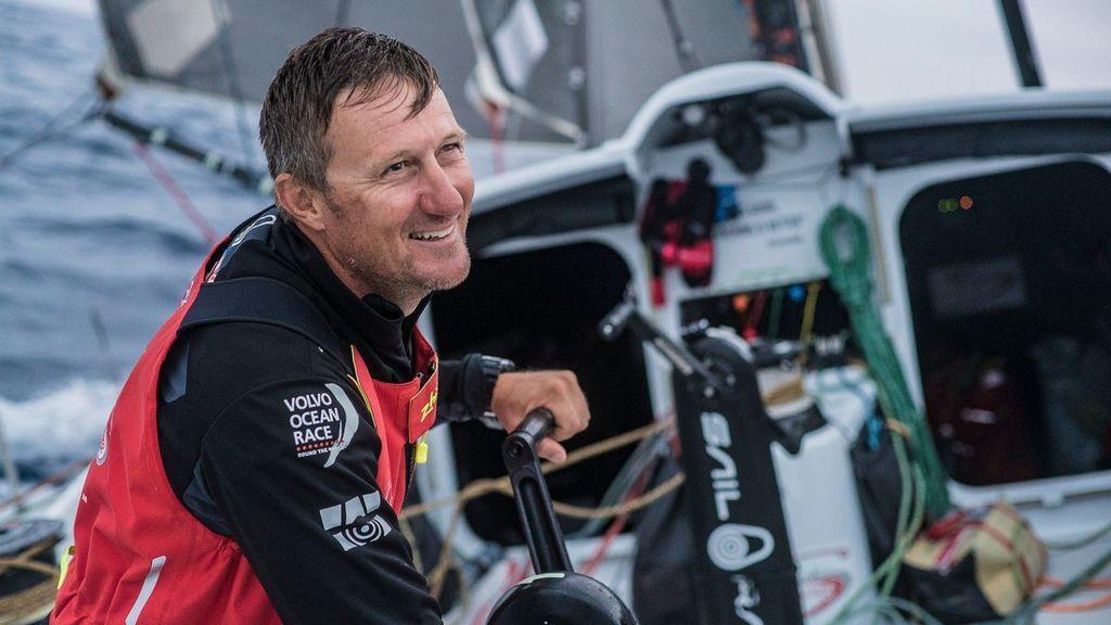 Un triplulante de la Volvo Ocean Race lleva horas desaparecido tras caerse al mar en la séptima etapa