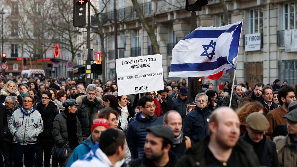 Miles de personas se manifiestan en París por el asesinato de una superviviente del Holocausto