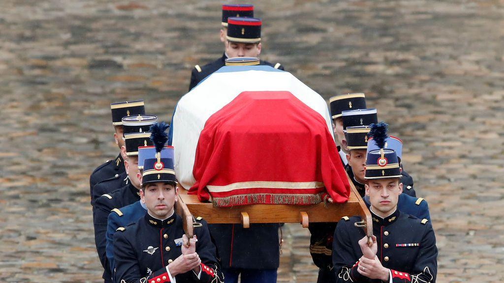 """Francia despide al """"héroe"""" que murió tras salvar a una rehén en el atentado de Trèbes"""