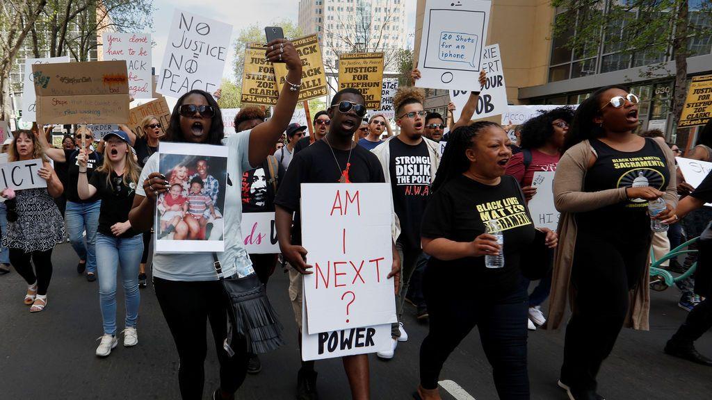 Se reanudan las protestas en Sacramento por la muerte de un afroamericano a manos de la Policía