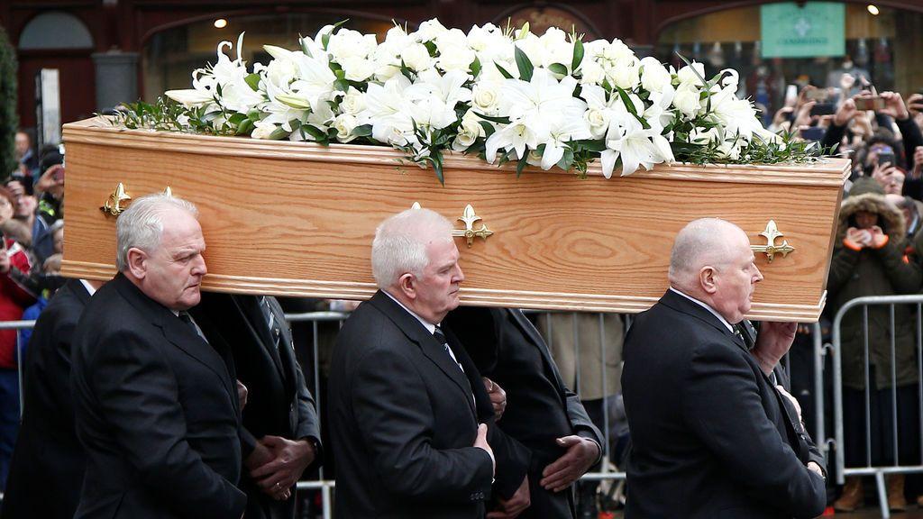 El féretro con los restos de Stephen Hawking
