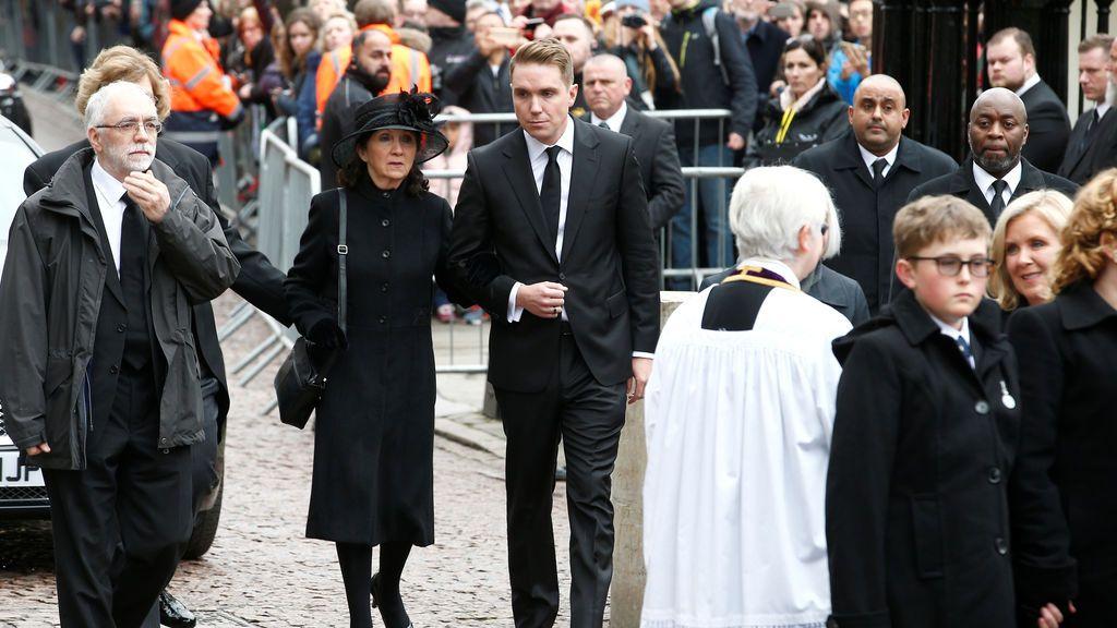 Jane Howking, con su hijo Timothy