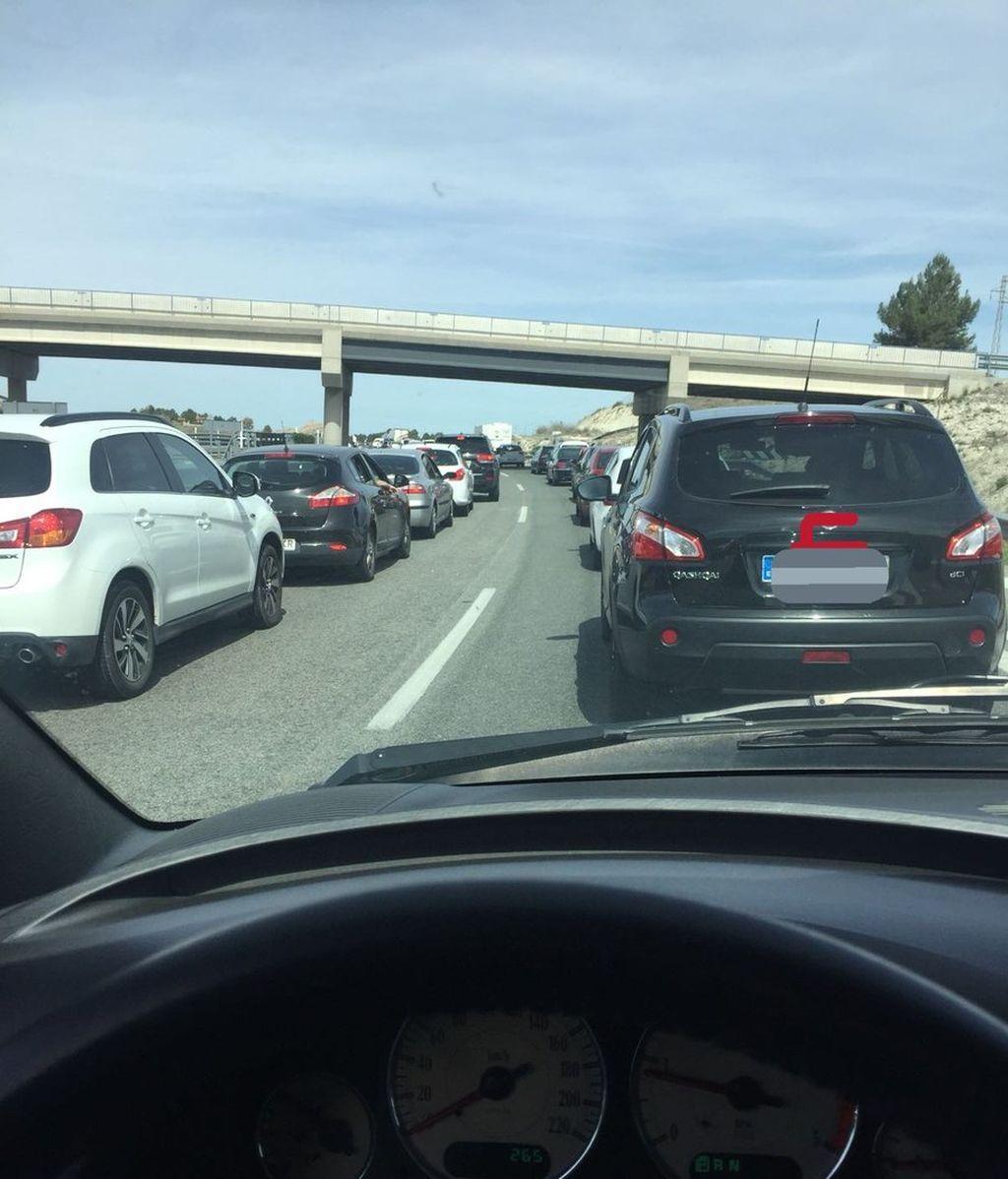 Complicaciones en las principales carreteras de acceso a Madrid y Barcelona