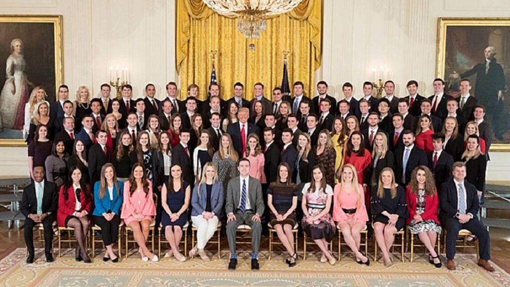Críticas a Trump por la falta de diversidad en su equipo de becarios