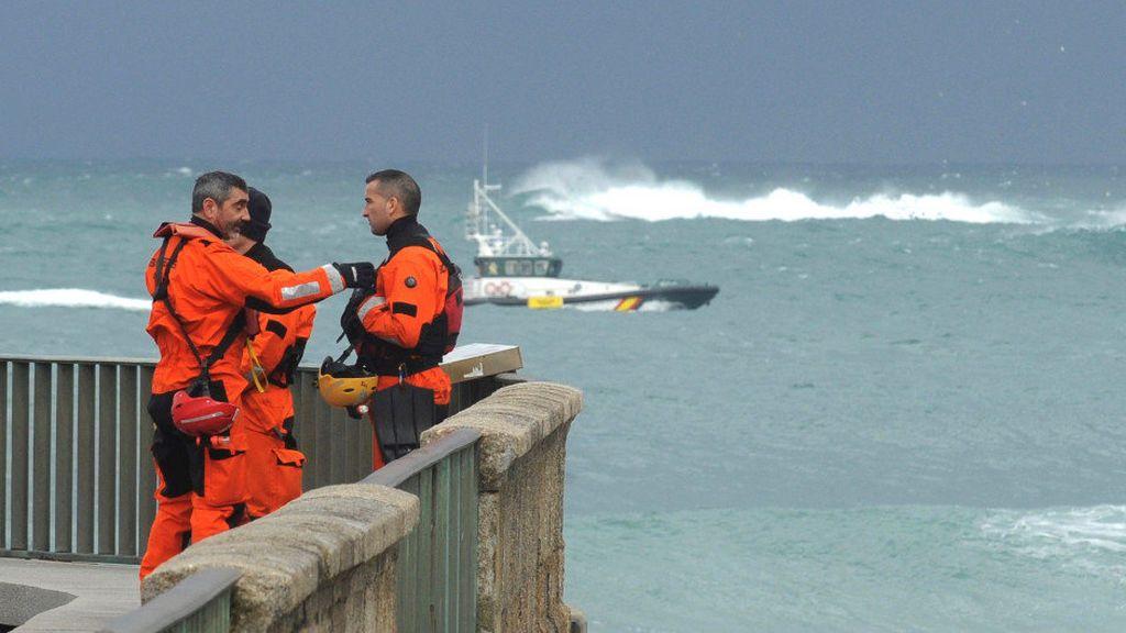Se retoma en A Coruña la búsqueda de la joven arrastrada por el mar