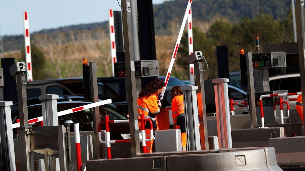 Activistas de los CDR levantan las barreras de los peajes en varios puntos de Cataluña