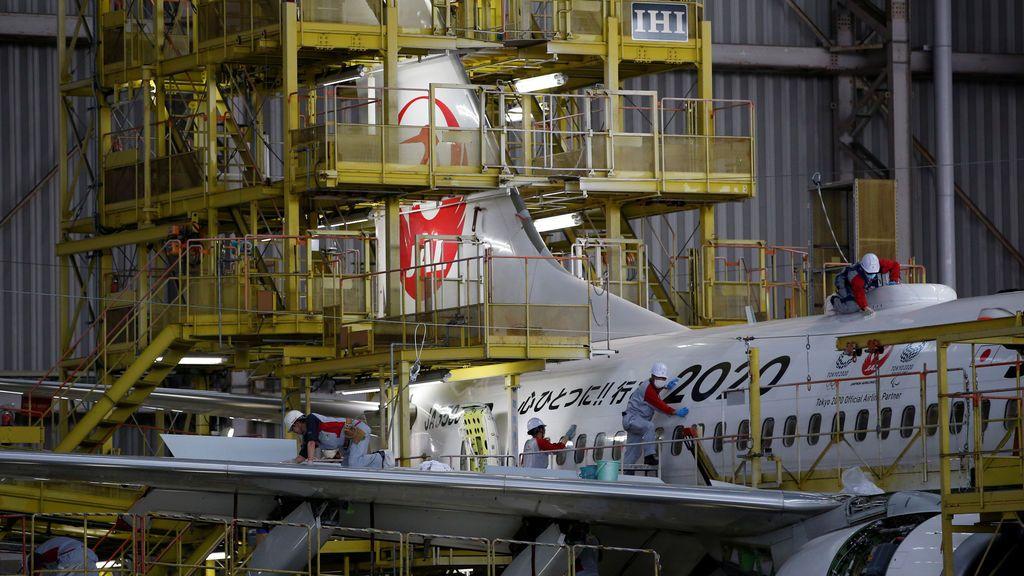 Mantenimiento de un gran avión japonés