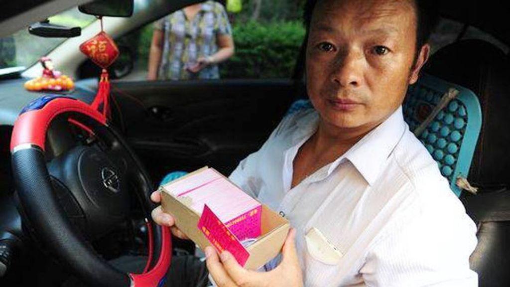 Encuentra a su hija tras 24 años de búsqueda gracias a hacerse taxista