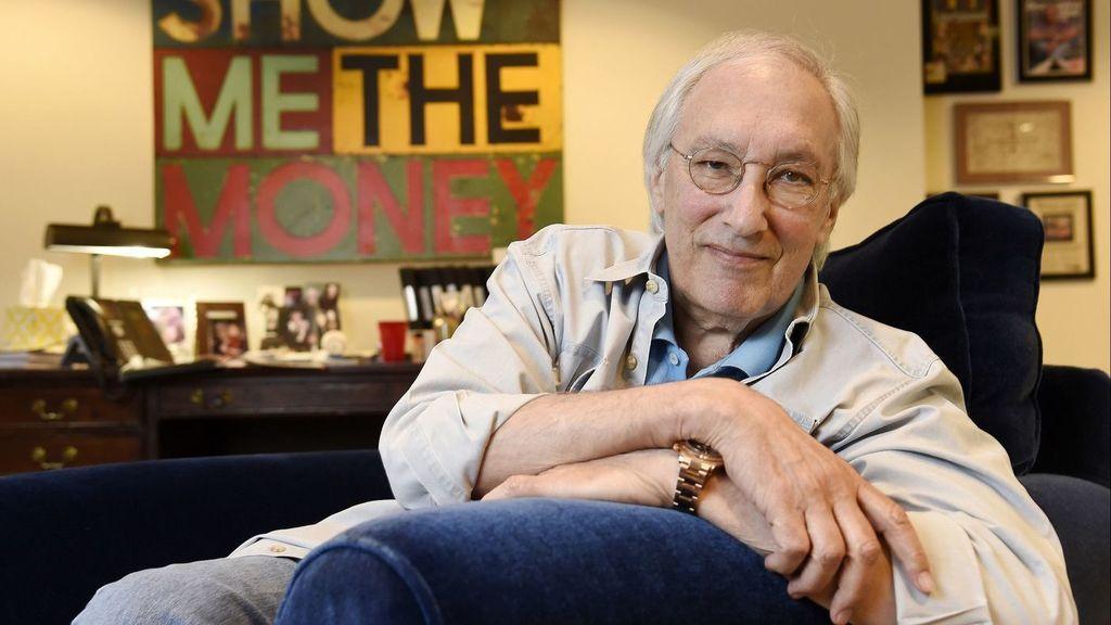 El productor y guionista Steven Bochco, en su oficina de Santa Mónica (California).