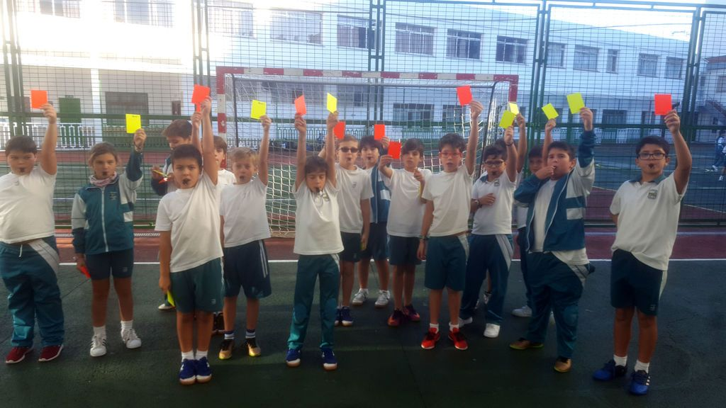 El colegio de A Coruña donde los niños prefieren arbitrar en vez de jugar al fútbol