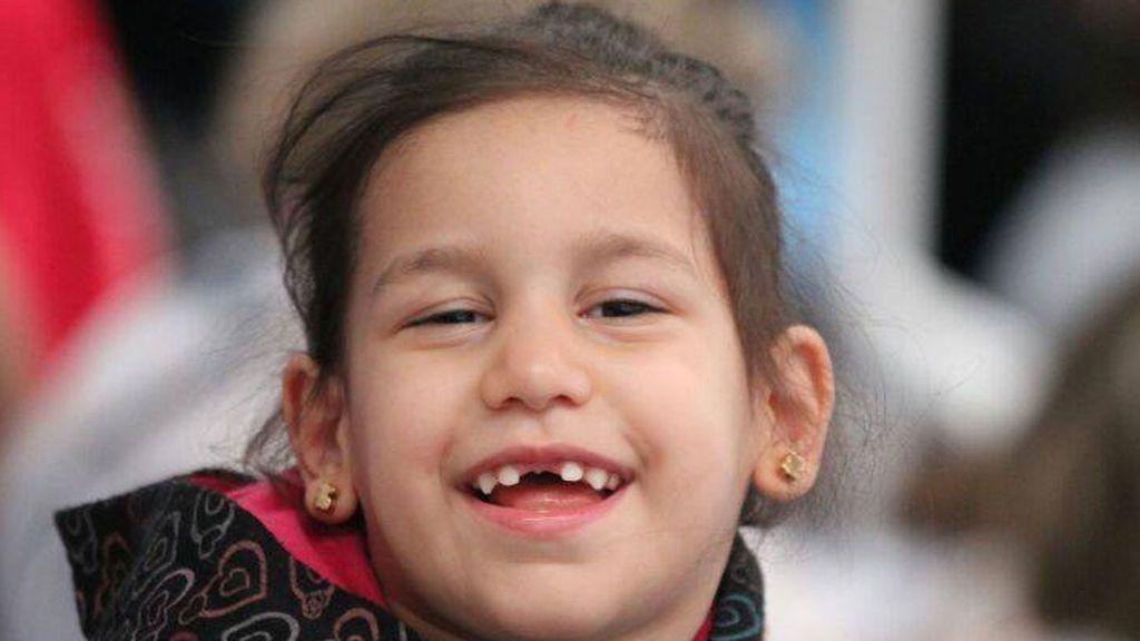 Muere  Nair, la niña de seis años con parálisis cerebral que recogía tapones para pagar su rehabilitación