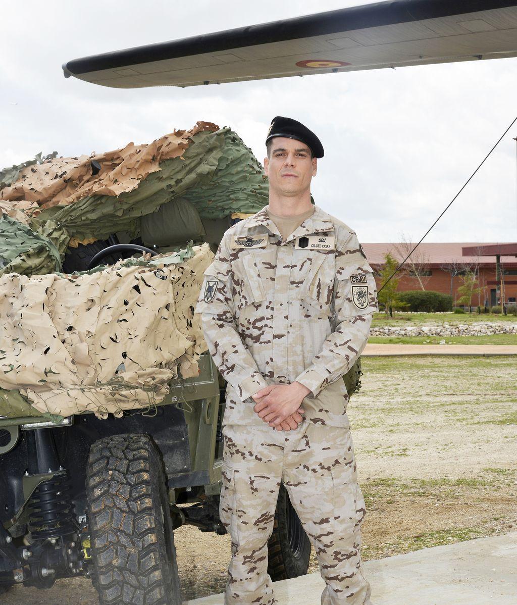 Gonzalo Kindelán es Leo, efectivo del equipo de acción de la Brigada Paracaidista