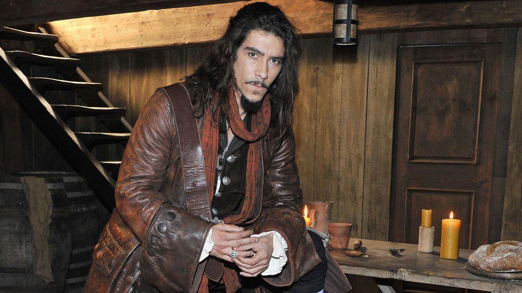 Óscar Jaenada, en la serie 'Piratas' de Telecinco.