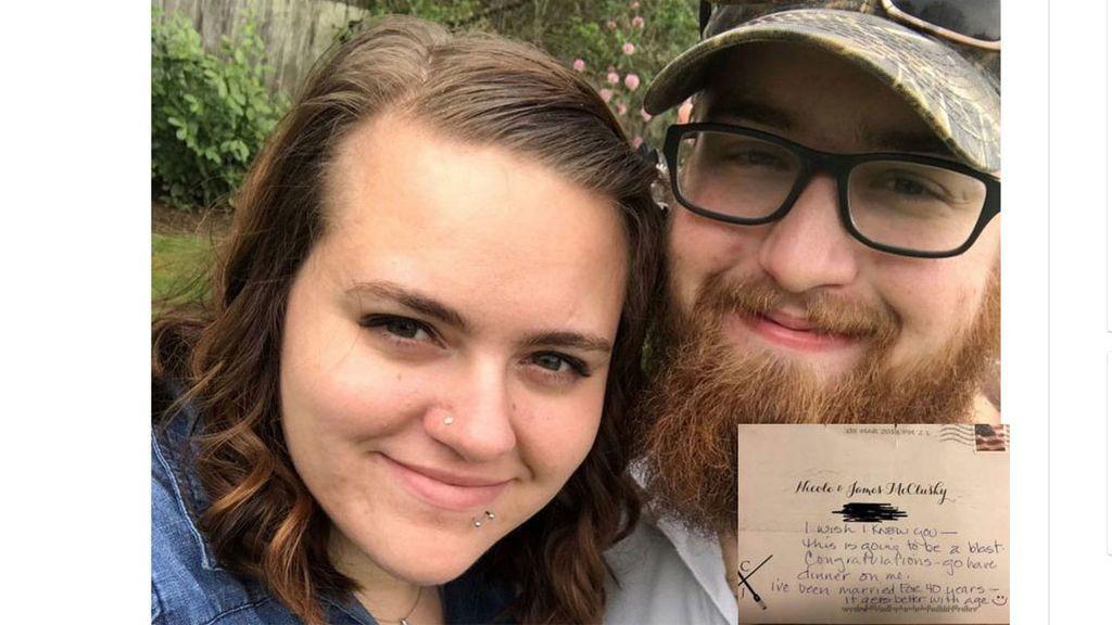 Envía erróneamente una invitación para su boda y recibe una nota muy especial