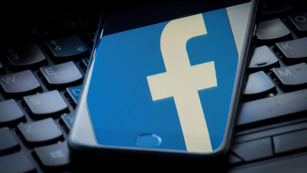 """Facebook admite a Bruselas el uso """"indebido"""" de datos de 2,7 millones de europeos"""