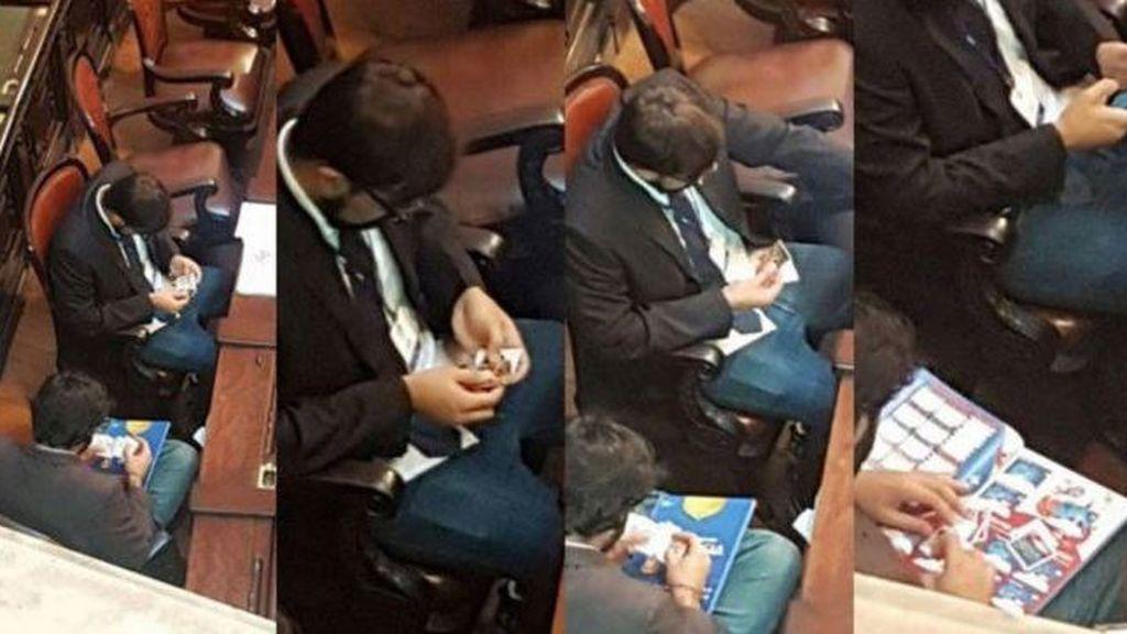 Dos diputados brasileños son pillados intercambiando cromos del Mundial en plena Asamblea