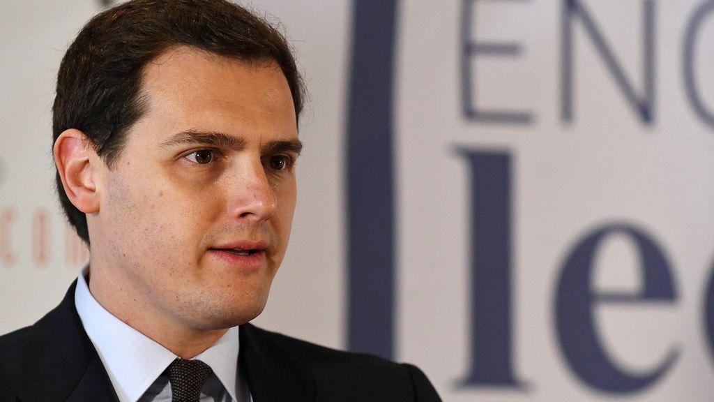 """Rivera: si el PSOE apoya la comisión del máster, Cs """"abrirá todas las puertas"""" a moción, dimisión o cambio"""
