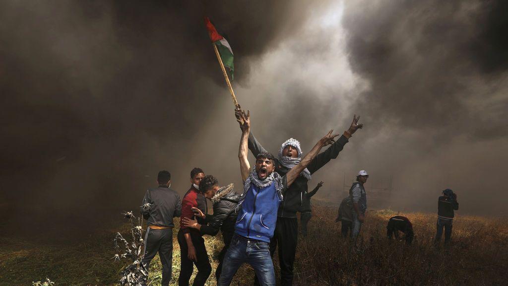 Los palestinos se manifiestan contra las tropas israelíes
