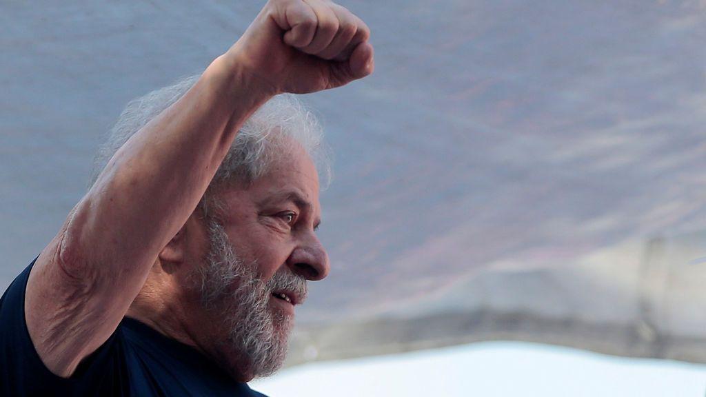 Lula retrasa su entrega al domingo para poder ver un partido de fútbol