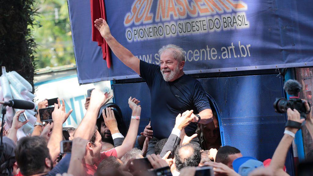 Lula confirma en un discurso su intención de entregarse a la Policía y reafirma su inocencia