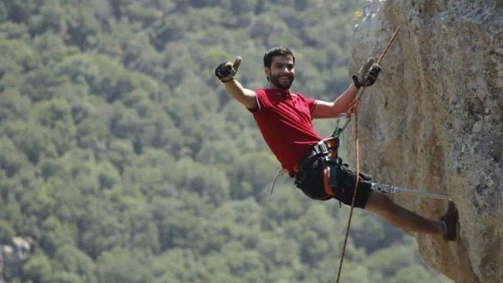El desafío de Jarah: escalar hasta el campamento base del Everest con una prótesis para salvar una escuela