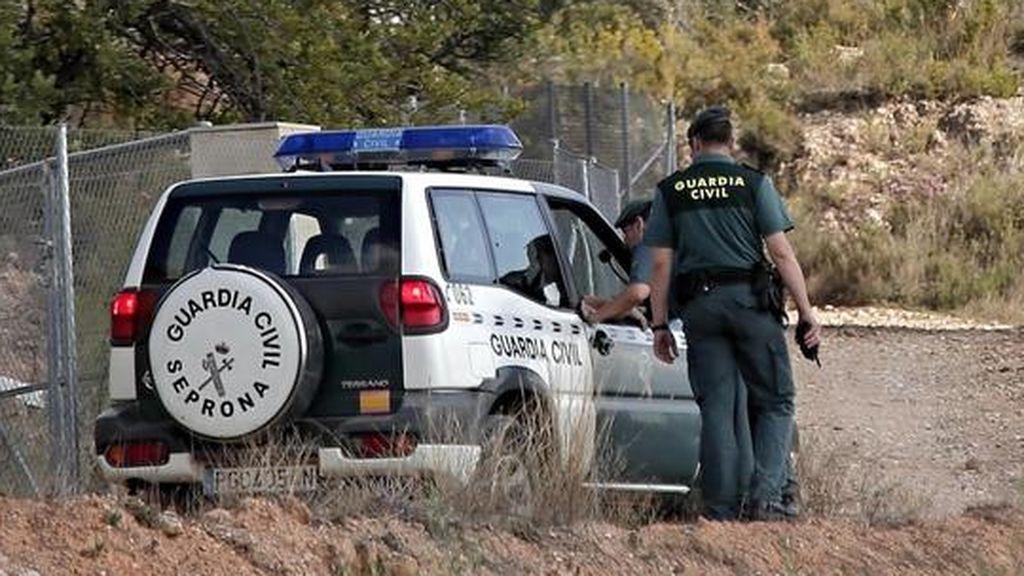 La Guardia Civil reanuda la búsqueda tras la aparición de otro coche en el río Almonte
