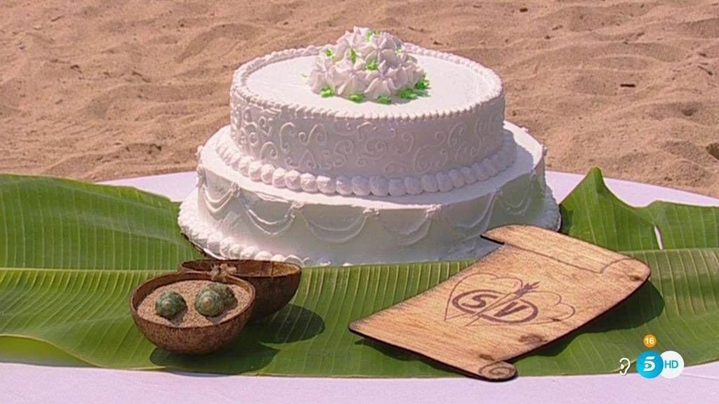 ¡Vota! ¿Quieres que Alberto e Isa compartan su tarta de boda con todos sus compañeros o solo con unos pocos?