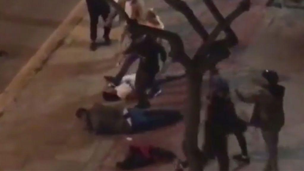 Batalla campal en Cornellá entre dos grupos de jóvenes