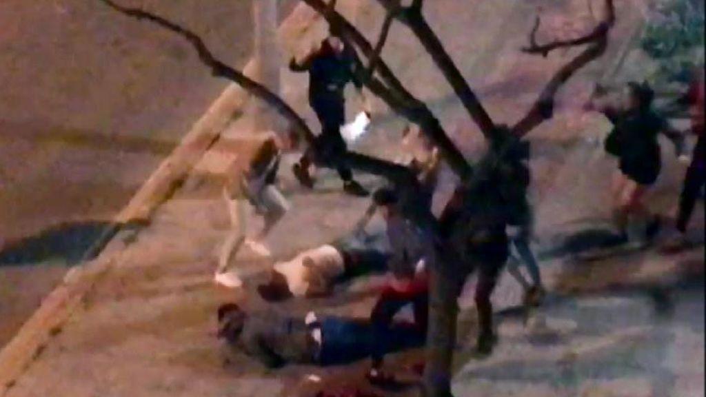 Analizan las imágenes de la brutal pelea en Cornellà