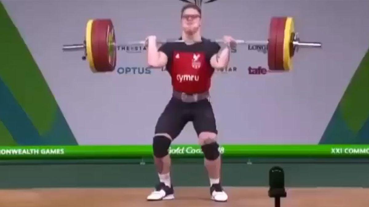 Un haltera colapsa y se desvanece en el momento en el que intenta levantar 160 kilos