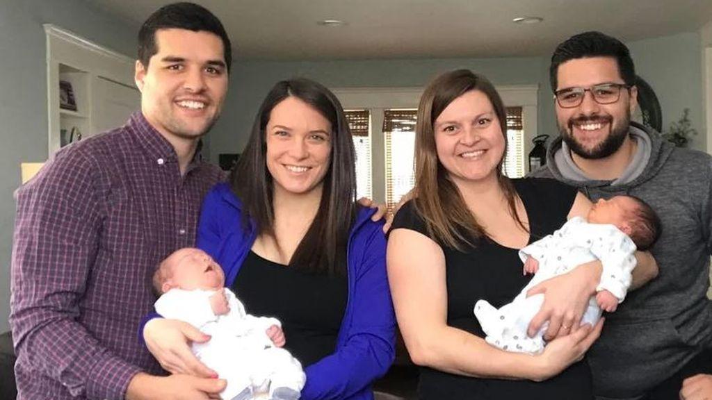 Dos gemelos se sorprenden cuando sus respectivos hijos nacen simultáneamente
