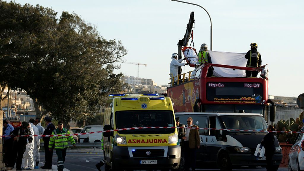 Mueren una española y un belga al impactar un autobús de dos pisos con las ramas de un árbol en Malta