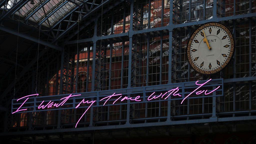 Obra de arte en una estación de tren