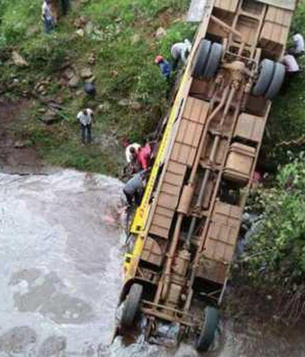 Mueren 17 personas tras caer un autobús a un río en el suroeste de Kenia