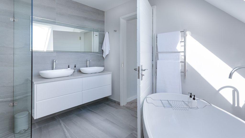 ¿Has alicatado el baño y no encuentras los mismos azulejos? Aquí una idea para 'solucionarlo'