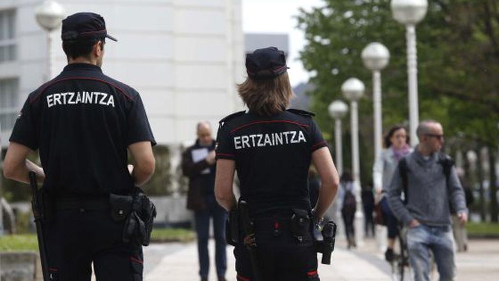 Detenido un joven en Guipúzcoa por abusar sexualmente de una joven y agredir a su pareja