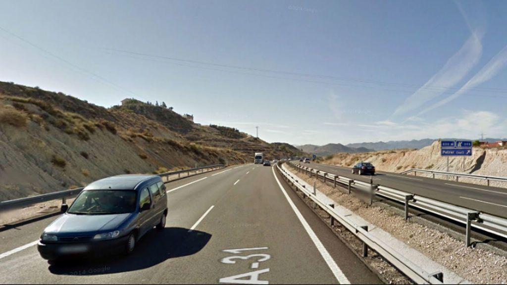 Investigan si el adolescente atropellado mortalmente en Petrer a sorteaba  vehículos con sus amigos  en la A-31