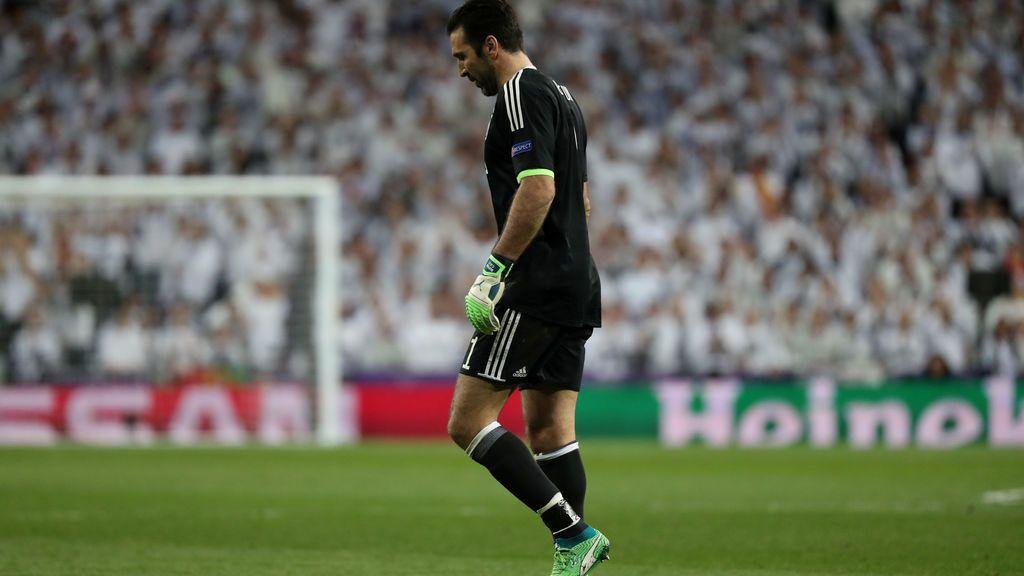 La ovación del Bernabéu a Buffon, expulsado, en su ¿último partido en la Champions?