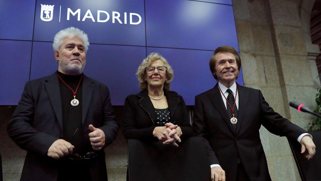 Raphael y Almodóvar, hijos adoptivos de la ciudad de Madrid