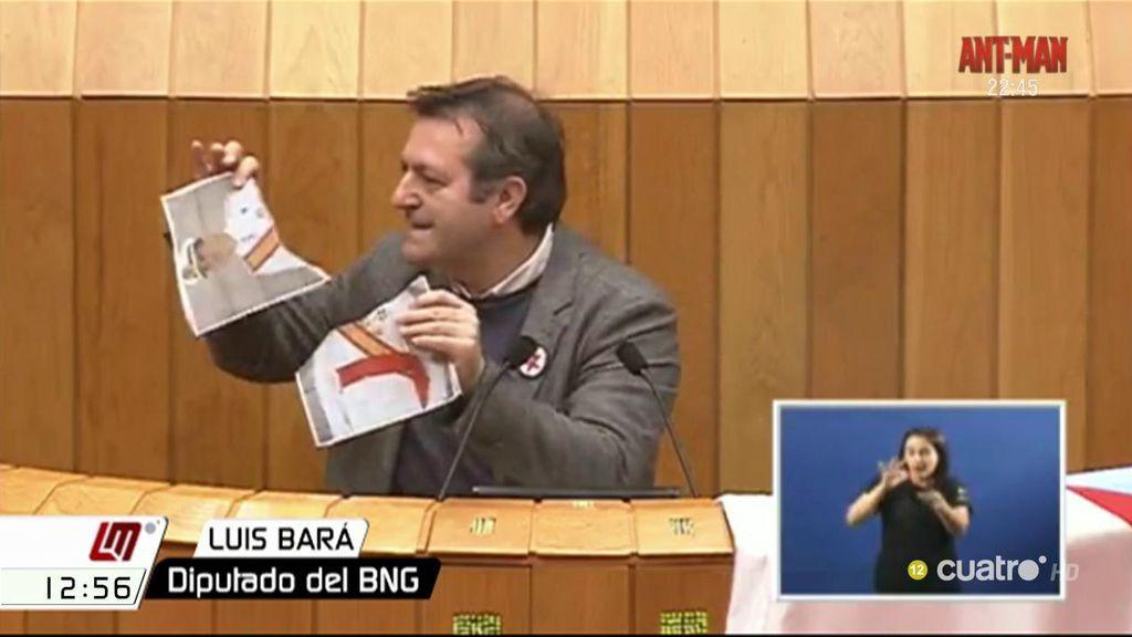 """Un diputado del BNG rompe una foto del Rey contra la """"represión"""" de los delitos de odio"""